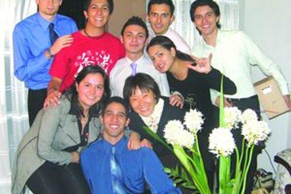 S priateľmi - Peter do partie Kolumbijčanov zapadol bez problémov.