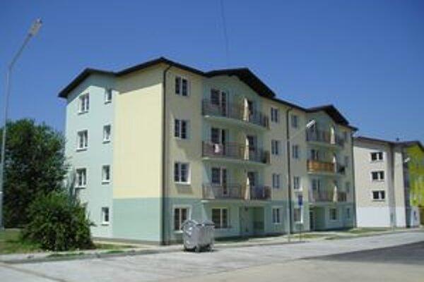 Na nájomné byty v Turčianskych Tepliciach čaká asi štyridsiatka obyvateľov. Ostatní Tepličania sa ale boja, aby v bytoch nebývali neprispôsobiví Martinčania.