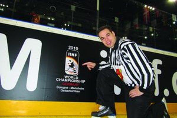 Hokejový rozhodca Miroslav Valach si vybojoval miesto v užšej svetovej špičke.