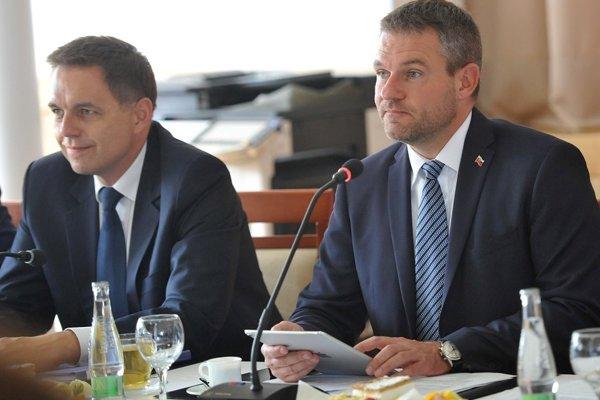 Predseda vlády SR Peter Pellegrini a podpredseda vlády a minister financií SR Peter Kažimír.