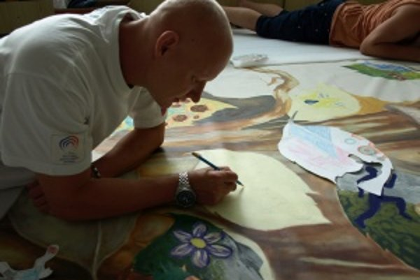 Miroslav Jambor. Z výtvarnej výchovy mal na základnej škole dostať štvorku, s kreslením svojej podobizne však nemal problém. Nechal sa inšpirovať skutočnou fotografiou zo súťaže.