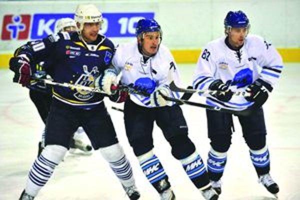 Martin Gálik i Michal Važan (obaja v bielom) stále musia o miesto v martinskom tíme bojovať.