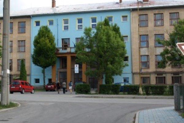 Nedostatok zubárov vyriešili na hornom Turci pozvánkou pre Ukrajincov. Ordinovať budú aj v Základnej škole na Ulici Školskej.