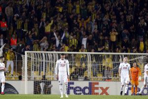 Futbalisti Trnavy reagujú po inkasovanom góle.