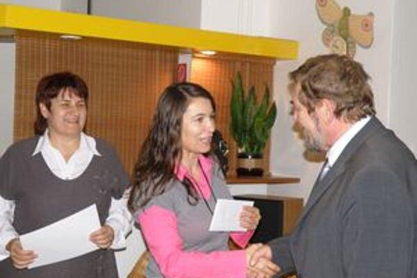 Riaditeľka Turčianskej knižnice Katarína Vanglíková, Ivana Junasová-Maťková z Golfovej akadémie a víťaz Milan Tuma.