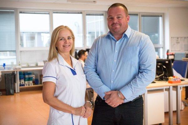 Riaditeľ laboratórnej divízie spoločnosti Medirex Jozef Gavlas  a medicínska riaditeľka Elena Tibenská.