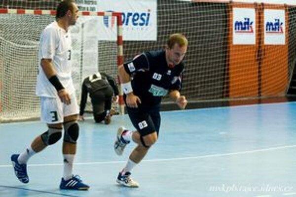 Jozef Kozák (vpravo) patril k najlepším hráčom MŠK v Košiach, keď dal sedem gólov.