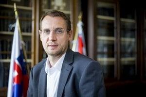 Poradca a hovorca prezidenta Kisku Roman Krpelan.