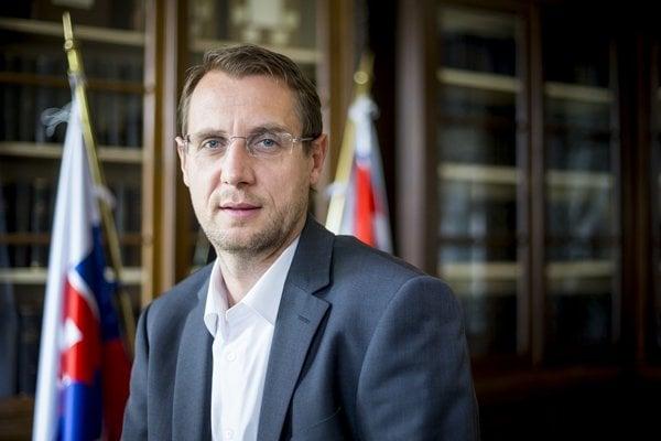 Poradca a hovorca prezidenta Kisku Roman Krpelan vstupuje do Kiskovej strany Za ľudí..