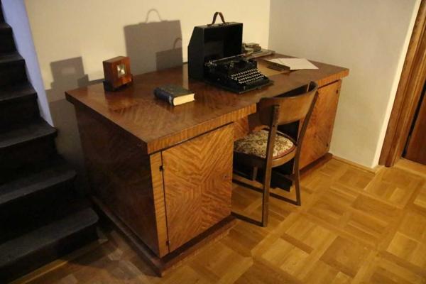 Ide o kancelársky nábytok.