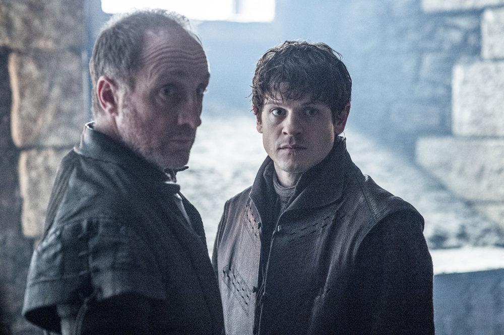 Michael McElhatton ako Roose Bolton a Iwan Rheon ako Ramsay Bolton. Budú čeliť útokom na Winterfell, ale udržia si ho?