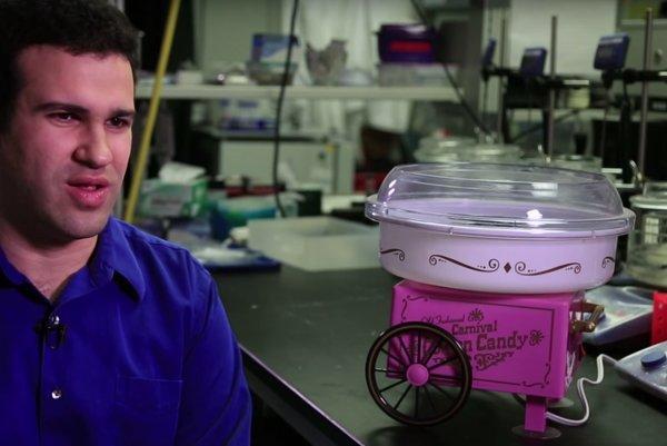 Vlákna podobné vlásočniciam vyrábajú vedci v hračkárskom stroji.