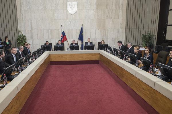VLáda odobrila návrh rozpočtu Exportno-importnej banky SR.