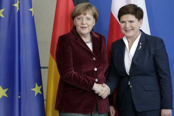 Nemecká kancelárka Angela Merkelová a poľská premiérka Beáta Szydlová na konferencii v Berlíne.