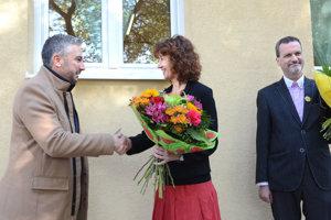 Košický župan Rastislav Trnka prišiel Noémi Ráczovej osobne zablahoželať.