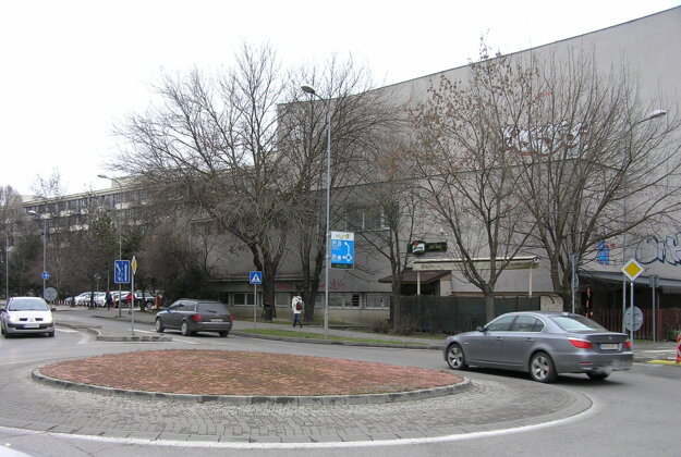 Fitbar sa nachádza v budove internátu Mladosť.