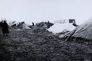 Krátko po vyhlásení autonómie deportovali za naše hranice stovky Židov, na fotografii tábor v Miloslavove.