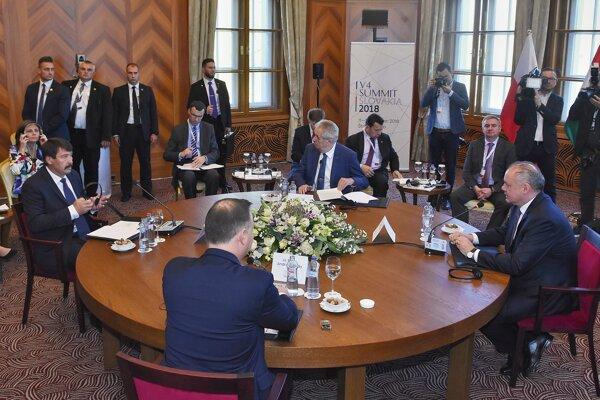Prezident Poľskej republiky Andrzej Duda, prezident Maďarskej republiky János Áder, prezident Slovenskej republiky Andrej Kiska a prezident Českej republiky Miloš Zeman.