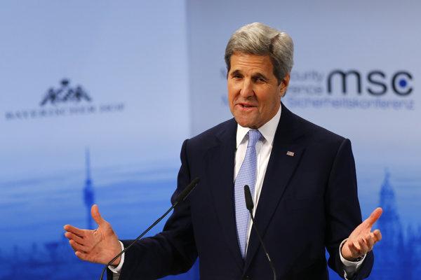 Kerry obvinil Rusov z bombardovania legitímnej sýrskej opozície.