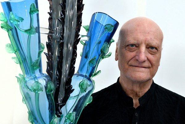 Skôr ako sa začal venovať architektúre, pracoval so sklom.