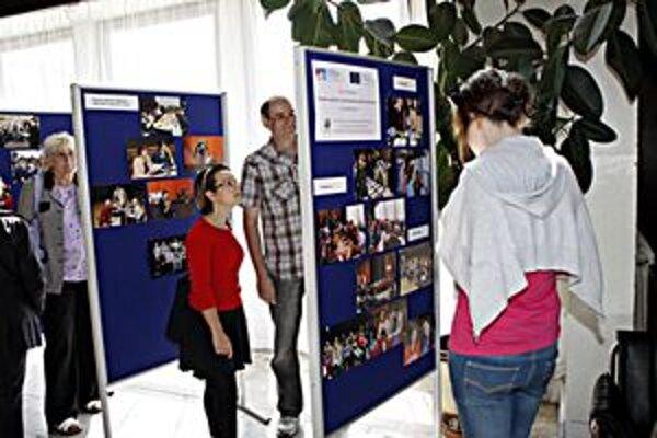 Fotografie z podujatia si mohli návštevníci pozrieť na paneloch v koridore domu kultúry.
