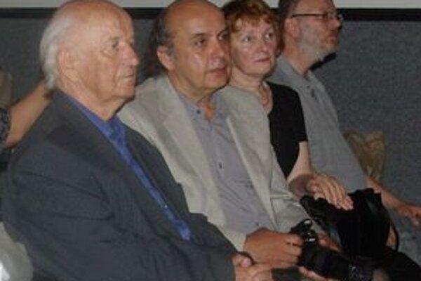 Jozef Tóth (vľavo) sa predstavil svojimi dielami.