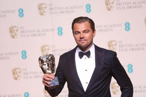 Leonardo DiCaprio počas ocenení BAFTA.