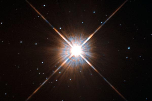 Najbližšia hviezda k Slnku, Proxima Centauri, ako ju vidí Hubblov vesmírny ďalekohľad.