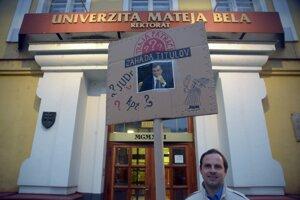 Jeden z protestujúcich.