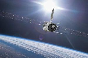 Vesmírna loď BepiColombo pri prelete okolo Zeme. Misia využije počas svojej cesty planéty na napravenie trajektórie smerom k obežnej dráhe Merkúru.