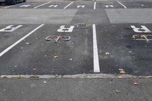 Väčšina parkovacích miest v Košútoch je rezervovaná.