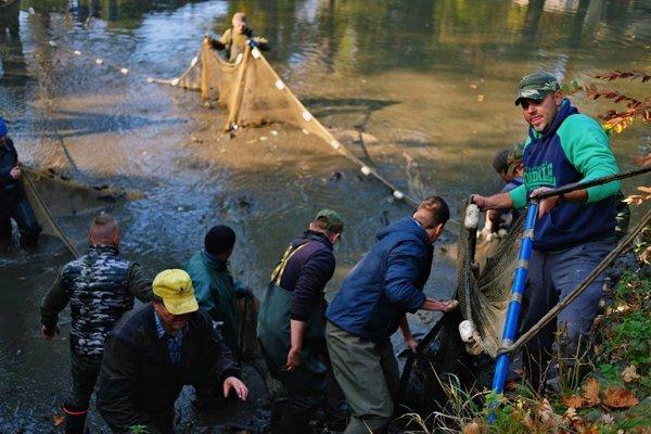Rybári v žiarskom parku.