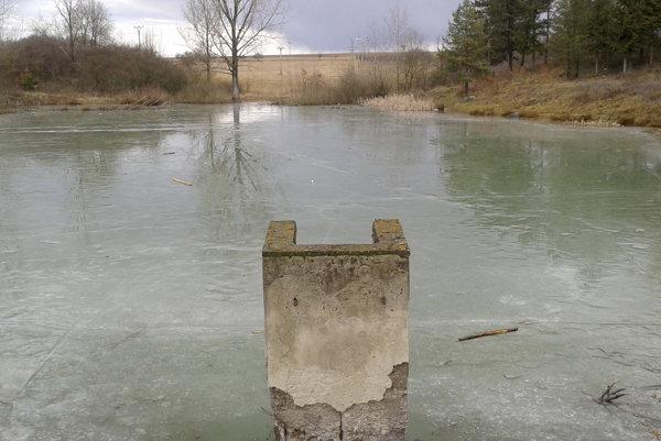 Rybník už nezamŕza.