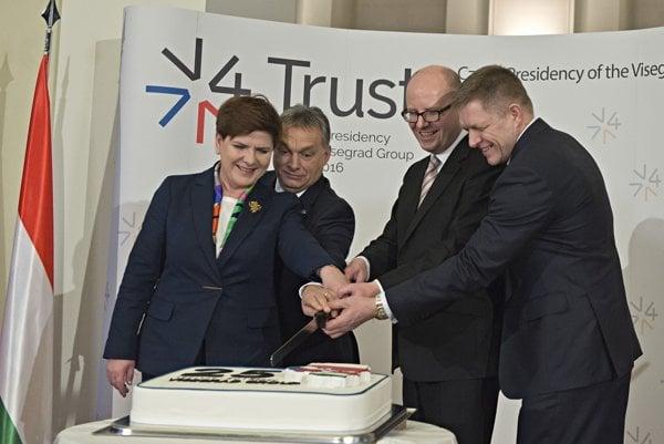 Beata Szydlová, Viktor Orbán, Bohuslav Sobotka, Robert Fico na summite V4.