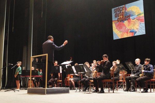 V Kozárovciach vystúpil aj detský orchester Da Capo Ensemble z Levíc.