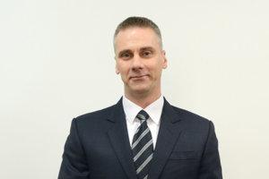 Ak by Martin Petruško (Smer) uspel v novembrových voľbách, od decembra si polepší o 381 eur.