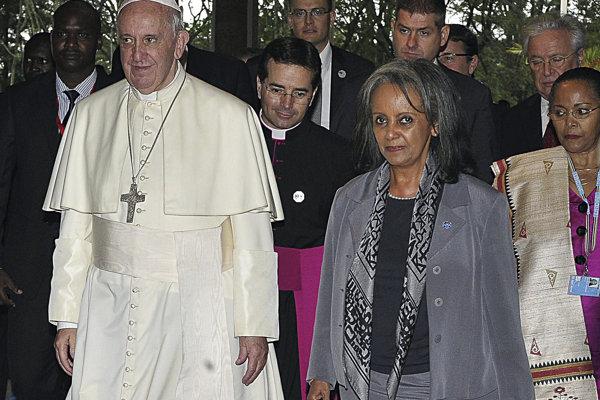 Pápež František vedľa prvej etiópskej prezidentky Sahle-Work Zewde