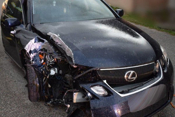 Havaroval vo vozidle Lexus.