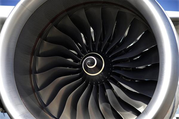 Produkcia motoru Trent 7000 výrazne zaostáva za plánom.