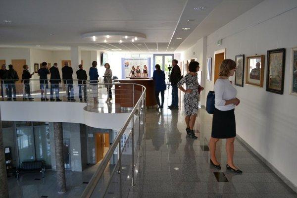 Prezentácia zbierky plagátov a pohľadníc v budove TSK.