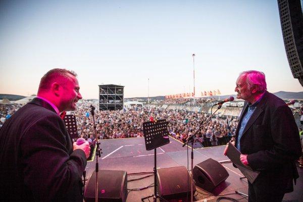 Milan Lasica aMichal Kaščák na festivale Pohoda sprojektom Bolo nás jedenásť. Koncert, ktorý mal obrovský úspech, otvorí jubilejný zvolenský VAD.