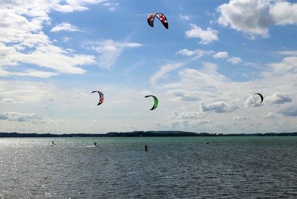 Európa má výborné podmienky pre kitesurfing.