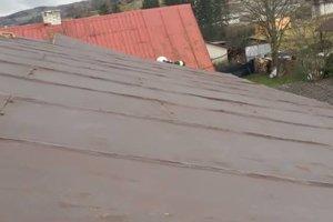 Aj táto strecha bola ohrozená.