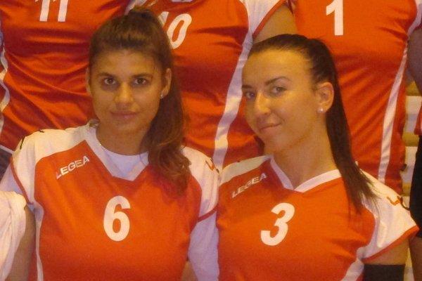 Natália Balcová (vľavo) uviazla v sieti UKF Nitra.