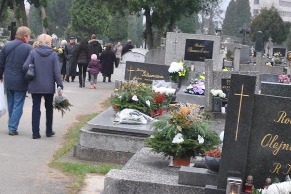 Cintoríny čakajú opäť návaly ľudí.