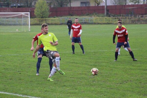 V zápase Pruské (v červenom) - H. Poruba gól nepadol.