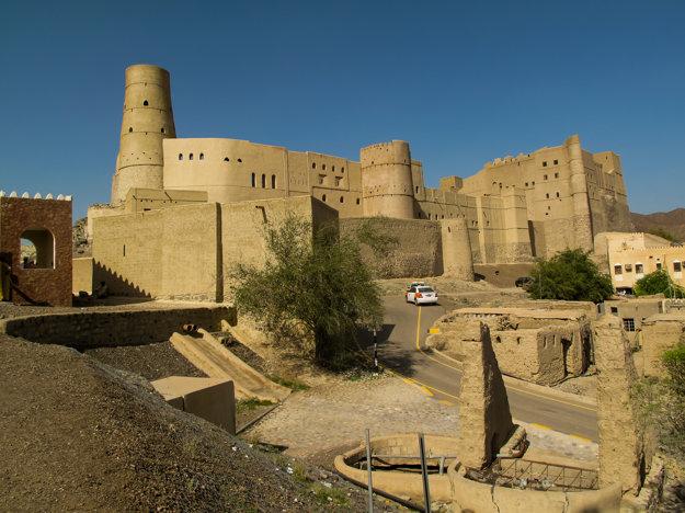 Pevnosť Bahla Fort, Omán.