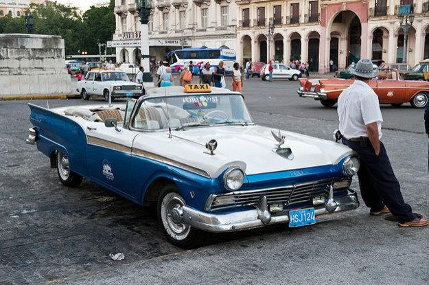 V uliciach Havany stále jazdia americké oldtimery, ktoré sa z amerických ciest vytratili už pred desaťročiami.