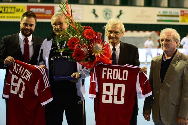 Hádzanárska legenda Anton Frolo (druhý sprava).
