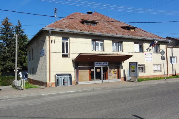 Obecný úrad v Kováčovej.